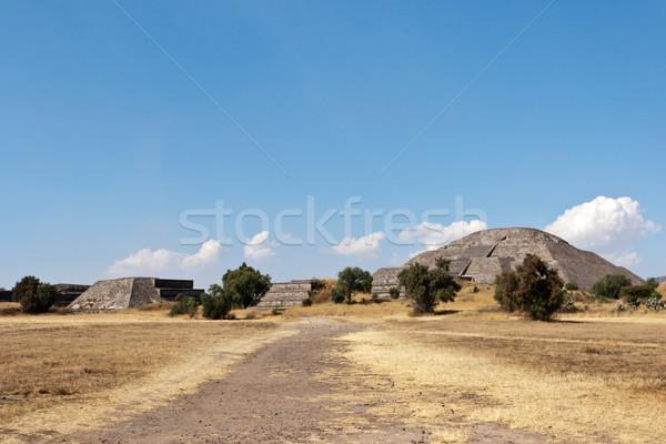 Pyramides pyramide soleil Mexique vue lune Photo stock © dmitry_rukhlenko