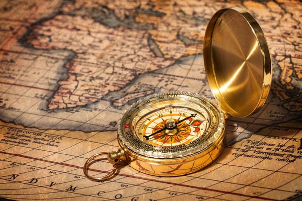 Velho vintage dourado bússola antigo mapa Foto stock © dmitry_rukhlenko