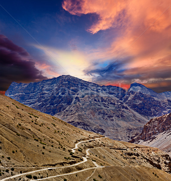 Weg himalayas bergen vallei hemel natuur Stockfoto © dmitry_rukhlenko