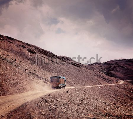 дороги индийской Гималаи грузовик природы гор Сток-фото © dmitry_rukhlenko