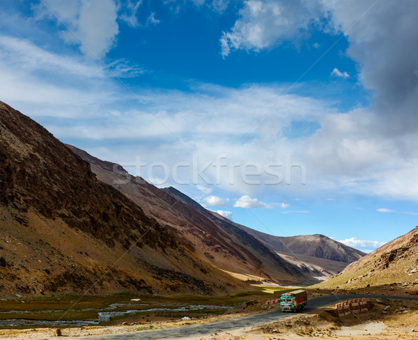 Straße indian Himalaya Lastwagen Auto Landschaft Stock foto © dmitry_rukhlenko