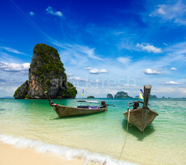 Longtemps queue bateaux plage Thaïlande plage tropicale Photo stock © dmitry_rukhlenko