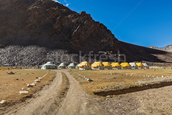 Tent kamp himalayas weg landschap berg Stockfoto © dmitry_rukhlenko