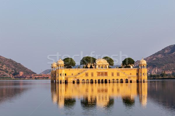 Wody pałac Indie punkt orientacyjny człowiek jezioro Zdjęcia stock © dmitry_rukhlenko
