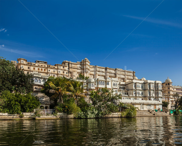 Cidade palácio ver lago Índia luxo Foto stock © dmitry_rukhlenko