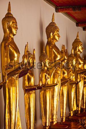 Em pé buda Tailândia dourado templo Foto stock © dmitry_rukhlenko