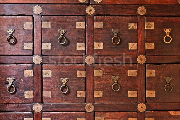 Vieux poitrine tiroirs bois vintage bibliothèque Photo stock © dmitry_rukhlenko