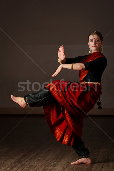 Dans jonge vrouw dansen klassiek traditioneel indian Stockfoto © dmitry_rukhlenko