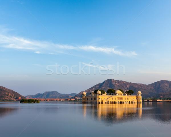 Su saray Hindistan işaret adam göl Stok fotoğraf © dmitry_rukhlenko