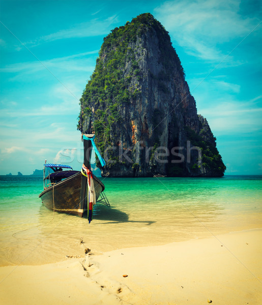 Długo ogon łodzi plaży Tajlandia tropikalnej plaży Zdjęcia stock © dmitry_rukhlenko
