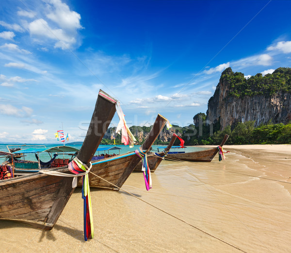 Largo cola barcos playa Tailandia playa tropical Foto stock © dmitry_rukhlenko