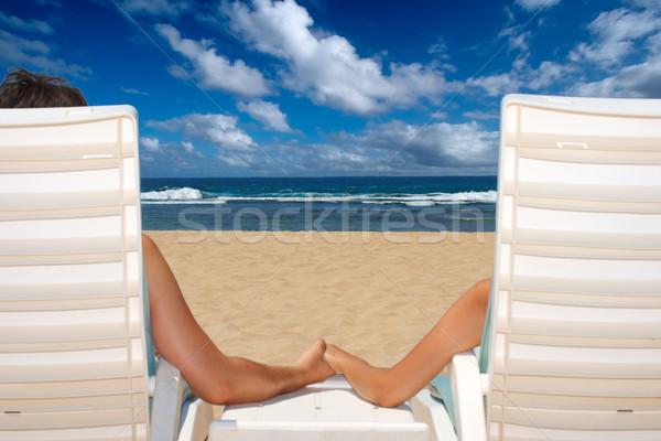 Casal cadeiras de praia de mãos dadas oceano praia menina Foto stock © dmitry_rukhlenko