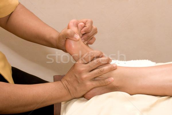 Pé massagem estância termal menina mão corpo Foto stock © dmitry_rukhlenko