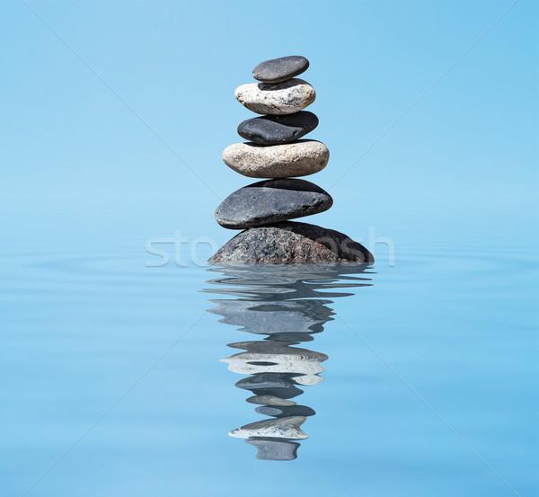 Zen kiegyensúlyozott kövek boglya tó egyensúly Stock fotó © dmitry_rukhlenko