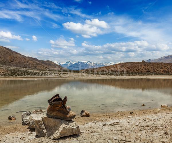 Caminhadas botas montanha lago himalaia Foto stock © dmitry_rukhlenko