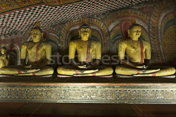 Antigo buda sessão rocha templo Foto stock © dmitry_rukhlenko