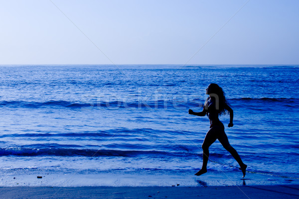 Vida saudável mulher corrida praia manhã Foto stock © dmitry_rukhlenko
