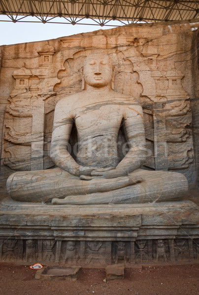 Anciens séance buddha image Sri Lanka Rock Photo stock © dmitry_rukhlenko