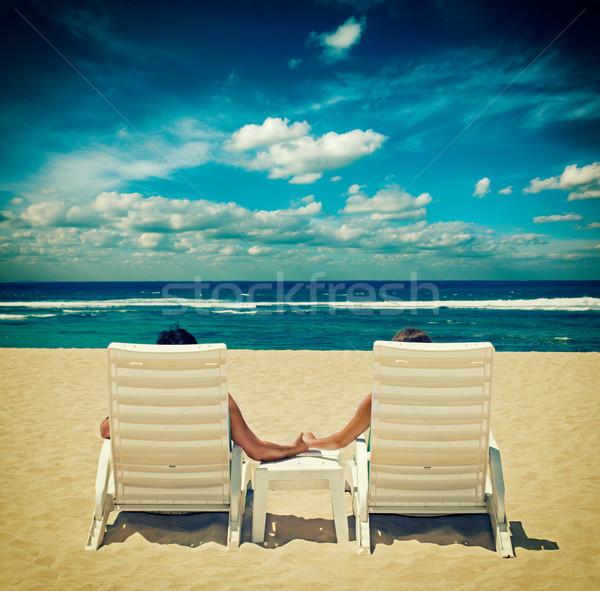 Casal cadeiras de praia de mãos dadas oceano céu mão Foto stock © dmitry_rukhlenko