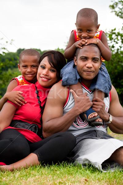 Szabvány családi portré boldog fekete család élvezi Stock fotó © DNF-Style