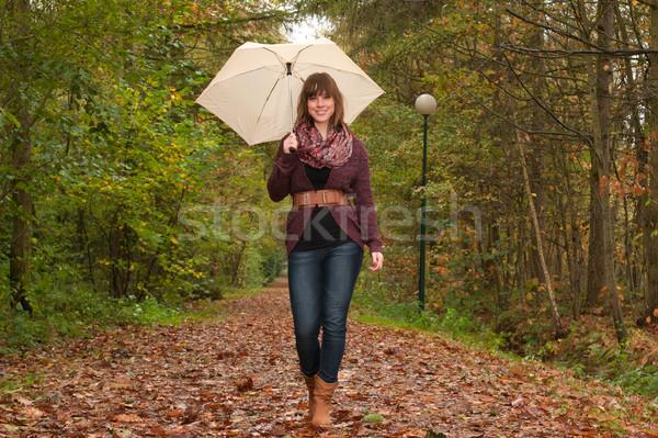 Yürüyüş şemsiye genç kadın sonbahar soğuk gülümseme Stok fotoğraf © DNF-Style