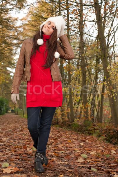 Sorridente morena menina feliz bom tempo Foto stock © DNF-Style