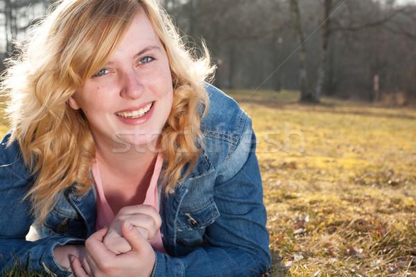 Genç gülümseyen kadın çim portre genç kadın alan Stok fotoğraf © DNF-Style