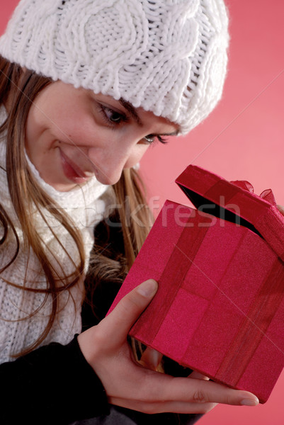 Lány néz ajándék gyönyörű nő piros ajándék doboz Stock fotó © dnsphotography