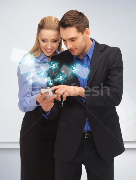 Homme femme lecture sms lumineuses photos Photo stock © dolgachov