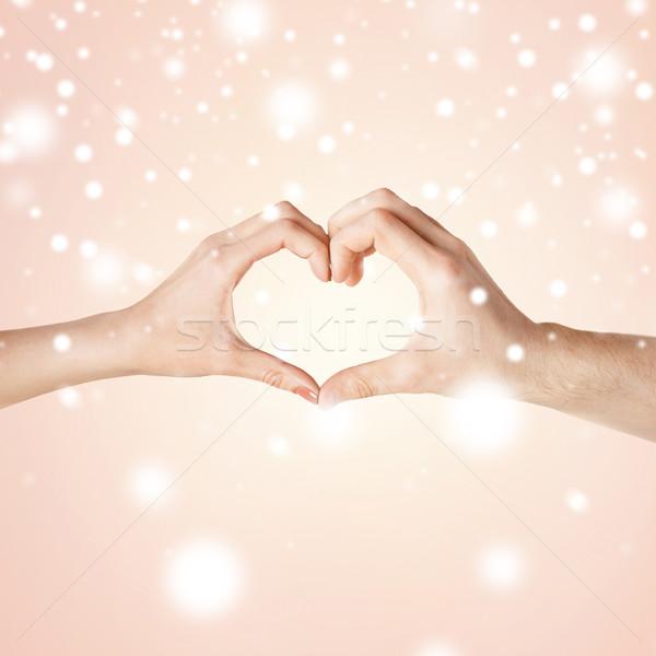 Mulher homem mãos forma de coração amor Foto stock © dolgachov