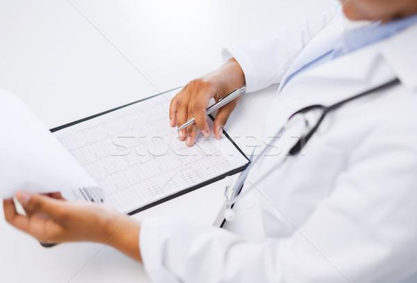 Orvos kardiogram egészségügy orvosi női kezek Stock fotó © dolgachov