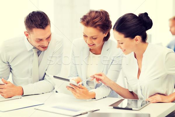 ビジネスチーム 作業 タブレット オフィス 笑みを浮かべて ビジネス ストックフォト © dolgachov