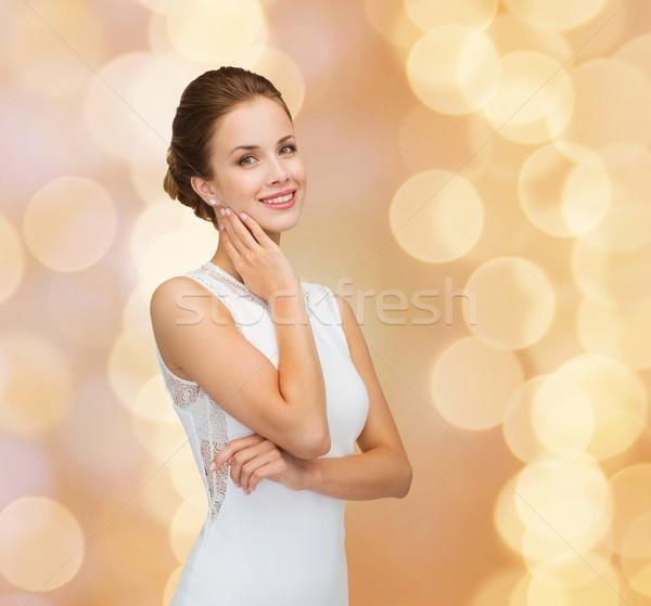 Femme souriante robe blanche bague en diamant vacances célébration Photo stock © dolgachov