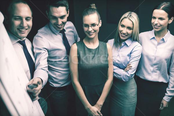 équipe commerciale bord discussion affaires bureau souriant Photo stock © dolgachov