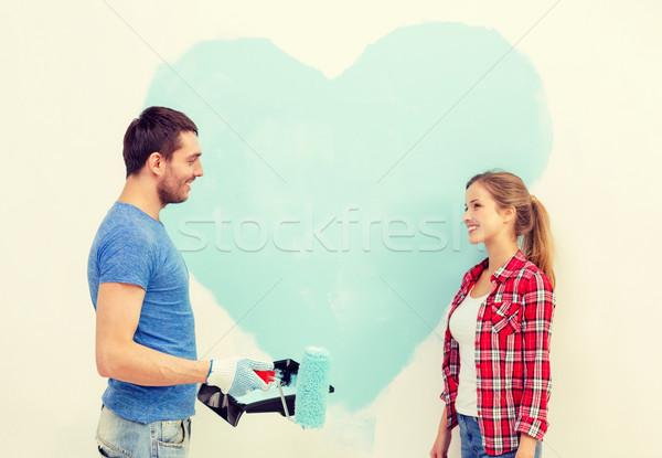 Mosolyog pár festmény nagy szív fal Stock fotó © dolgachov