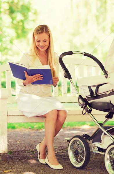 Stock fotó: Boldog · anya · könyv · park · család · gyermek