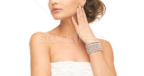 женщину Pearl браслет красивая женщина Сток-фото © dolgachov