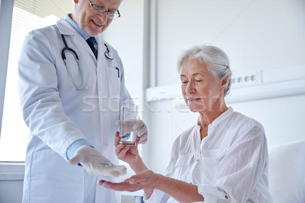 Сток-фото: врач · медицина · старший · женщину · больницу · возраст