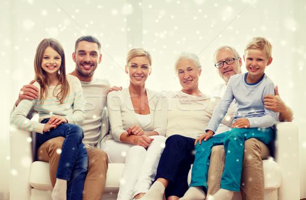 Família feliz sessão sofá casa família felicidade Foto stock © dolgachov