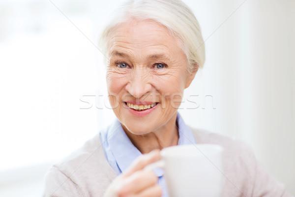 Szczęśliwy starszy kobieta kubek herbaty kawy Zdjęcia stock © dolgachov