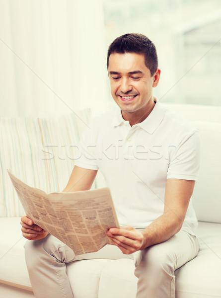 Mutlu adam okuma gazete ev boş Stok fotoğraf © dolgachov