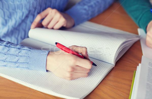 Foto stock: Estudiante · manos · escrito · cuaderno · personas