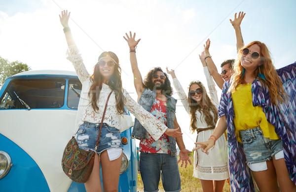 Sorridente hippie amigos carro Foto stock © dolgachov