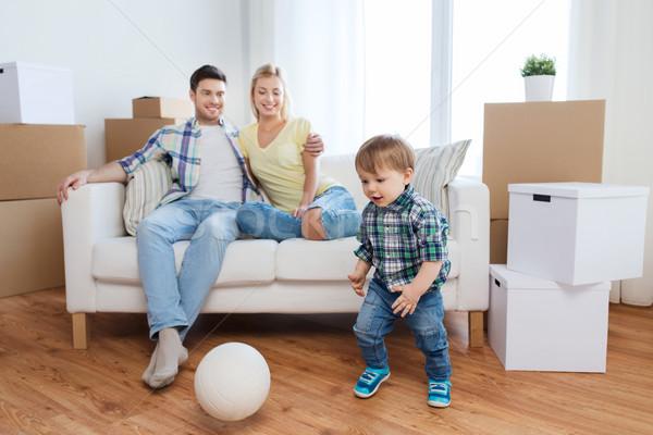 Mutlu aile hareketli yeni ev oynama top ipotek Stok fotoğraf © dolgachov