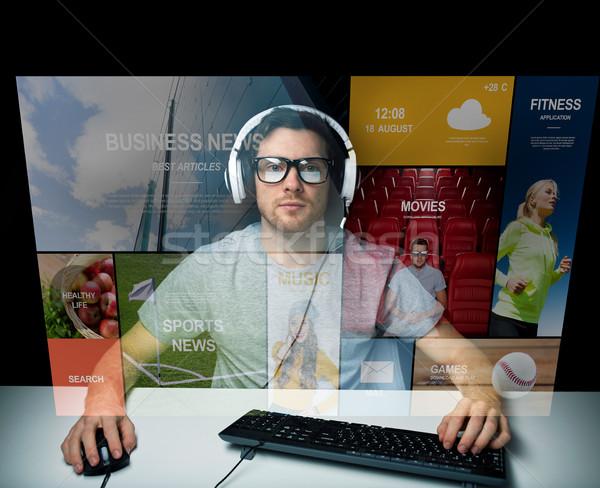 Adam kulaklık bilgisayar sanal medya ekran Stok fotoğraf © dolgachov