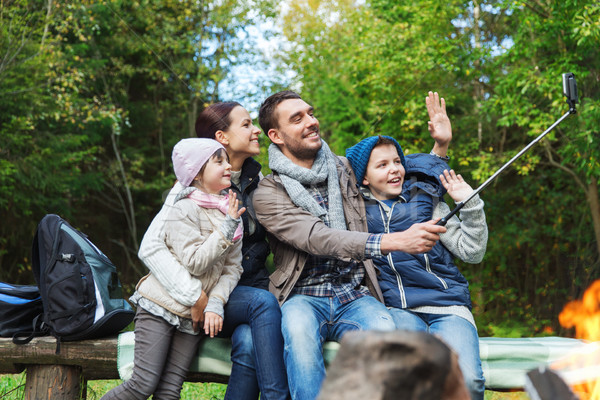 Família fogueira camping viajar Foto stock © dolgachov
