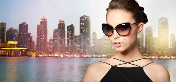 Güzel genç kadın zarif siyah güneş gözlüğü Stok fotoğraf © dolgachov