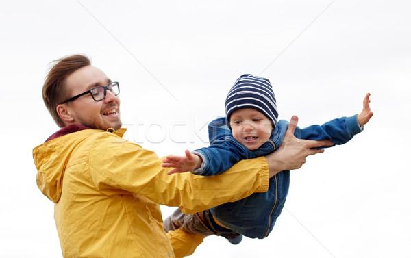 Stok fotoğraf: Baba · oğul · oynama · açık · havada · aile · çocukluk
