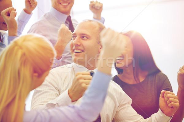 Sorridente pessoas de negócios reunião escritório negócio trabalho em equipe Foto stock © dolgachov