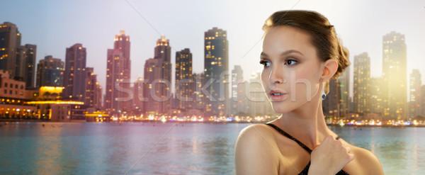 Belo jovem asiático mulher brinco beleza Foto stock © dolgachov